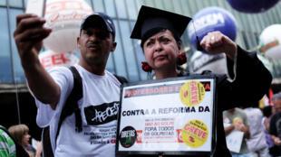 Nesta segunda-feira (19), manifestantes realizaram protestos contra a reforma da Previdência em diversas cidades do Brasil, como São Paulo.