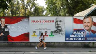 Affiche électorales. Le deuxième tour du scrutin de la présidentielle autrichienne de 2016 opposait Alexander Van der Bellen et Norbert Hofer (image d'illustration).