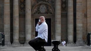Los franceses esperan precisiones sobre qué método se usará para volver a la normalidad. París, el 10 de abril de 2020.