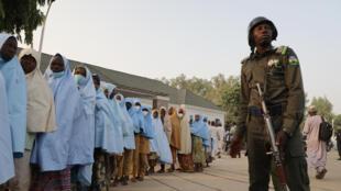 Decenas de adolescentes secuestradas en su escuela y luego liberadas, en Gusau, estado nigeriano de Zamfara, el 2 de marzo de 2021
