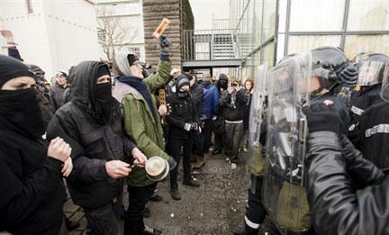 Una manifestación contra los efectos de la crisis en Islandia, el 20 de enero de 2009 en la capital islandesa.
