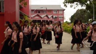 L'entrée du «campus» Happy Chandara, construit par l'association Toutes à L'école, fondée par Tina Kieffer. Les établissements se trouvent près de Phnom Penh, au Cambodge, et accueillent déjà 1 100 filles.