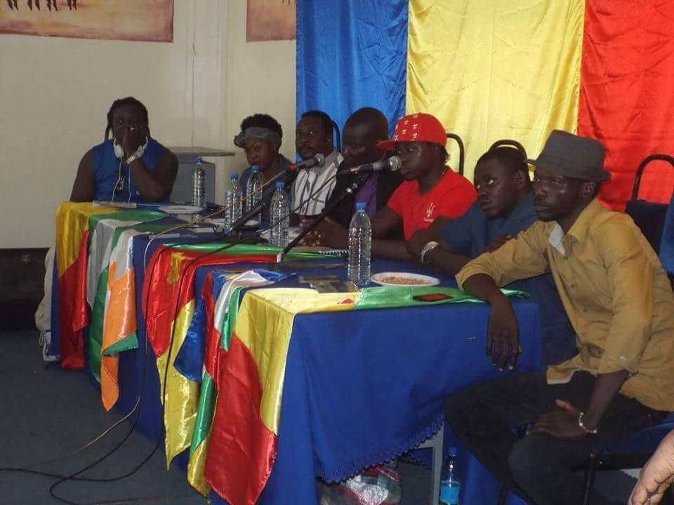 Le collectif d'artistes tchadiens, Vigilance Plus, lors de la conférence de presse de présentation de la chanson d'appel à la vigilance contre Boko Haram.