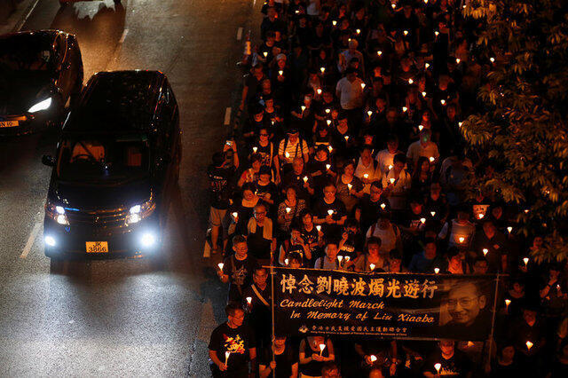 2017年7月15日香港市民上街參加燭光遊行悼念劉曉波先生活動資料圖片