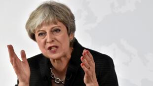 Waziri Mkuu wa uingereza Theresa May ameendelea kumlaumu rais wa Marekani Donald trump kuchochea chuki dhidi ya Uislam..