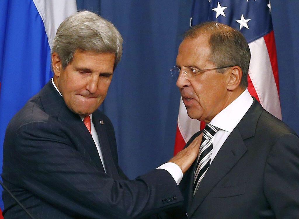 Waziri wa mambo ya nje wa Marekani, John Kerry (Kushoto) akiwa na mwenzake wa Urusi, Sergei Lavrov (Kulia)