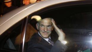 George Papandréou quittant le palais présidentiel à Athènes, le 6 novembre 2011.