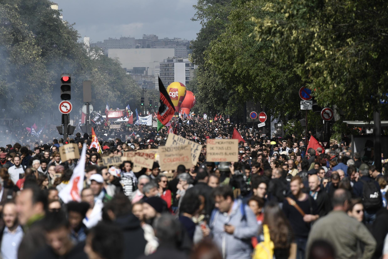 В Париже на акцию протеста против реформы труда 12 сентября 2017 года вышли, по данным организаторов, 60 тысяч человек.