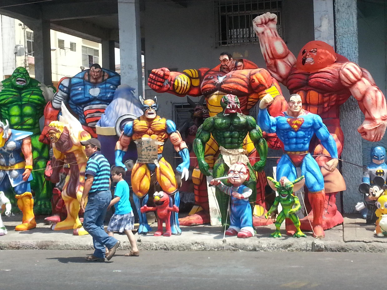"""Les super-héros de """"Viejos anos"""""""