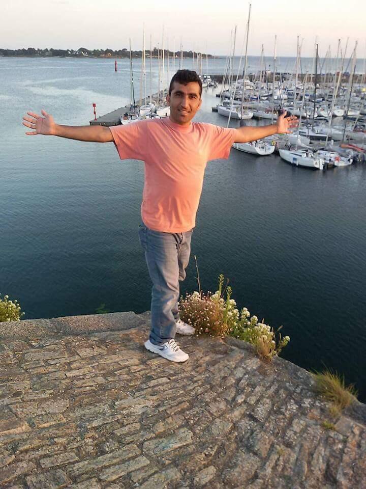 Safiullah, qui a fui l'Afghanistan en 2015, a recommencé une nouvelle vie en Bretagne.