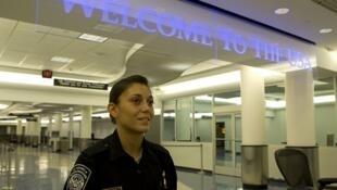 Passage en douane dans un aéroport américain.