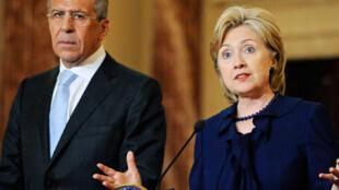 A secretária de Estado americana, Hillary Clinton, encontra Sergueï Lavrov, ministro russo das relações exteriores, nesta sexta-feira para evitar que a Rússia impeça a aplicação do plano das Nações Unidas para a Síria.
