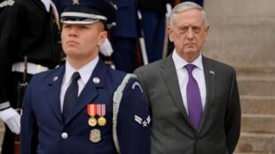 Ông James Mattis khi còn là bộ trưởng Quốc Phòng Mỹ. Ảnh chụp trước Lầu Năm Góc, ngày 01/02/2018.