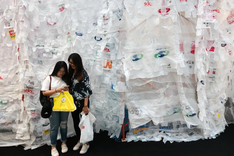 Каждую минуту в мире потребляется 10 млн пластиковых пакетов