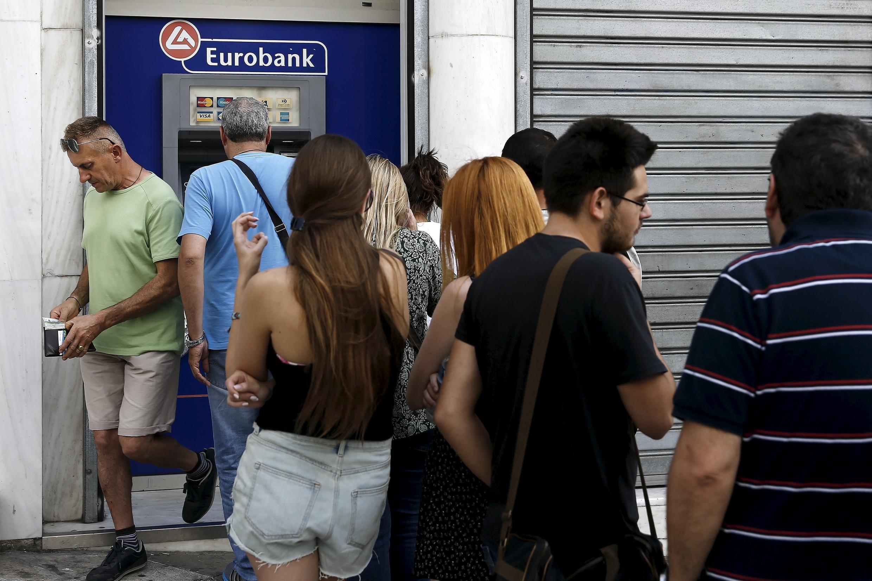 Очередь в банкомат в Афинах, 28 июня 2015.