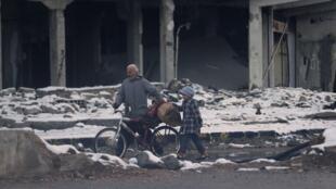 Não bastasse a violência do conflito, sírios também sofrem com inverno rigoroso.