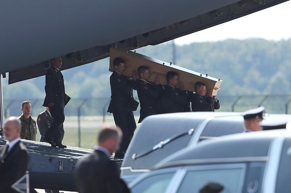 Chegada dos primeiros corpos de vítimas do avião da Malaysia Airlines abatido na Ucrânia.