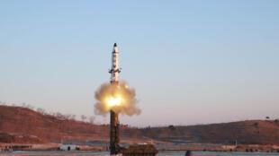Agência Coreana de Notícias da Coreia do Norte (KCNA) em Pyongyang 13/02/17, divulga teste de míssil Pukguksong-2.