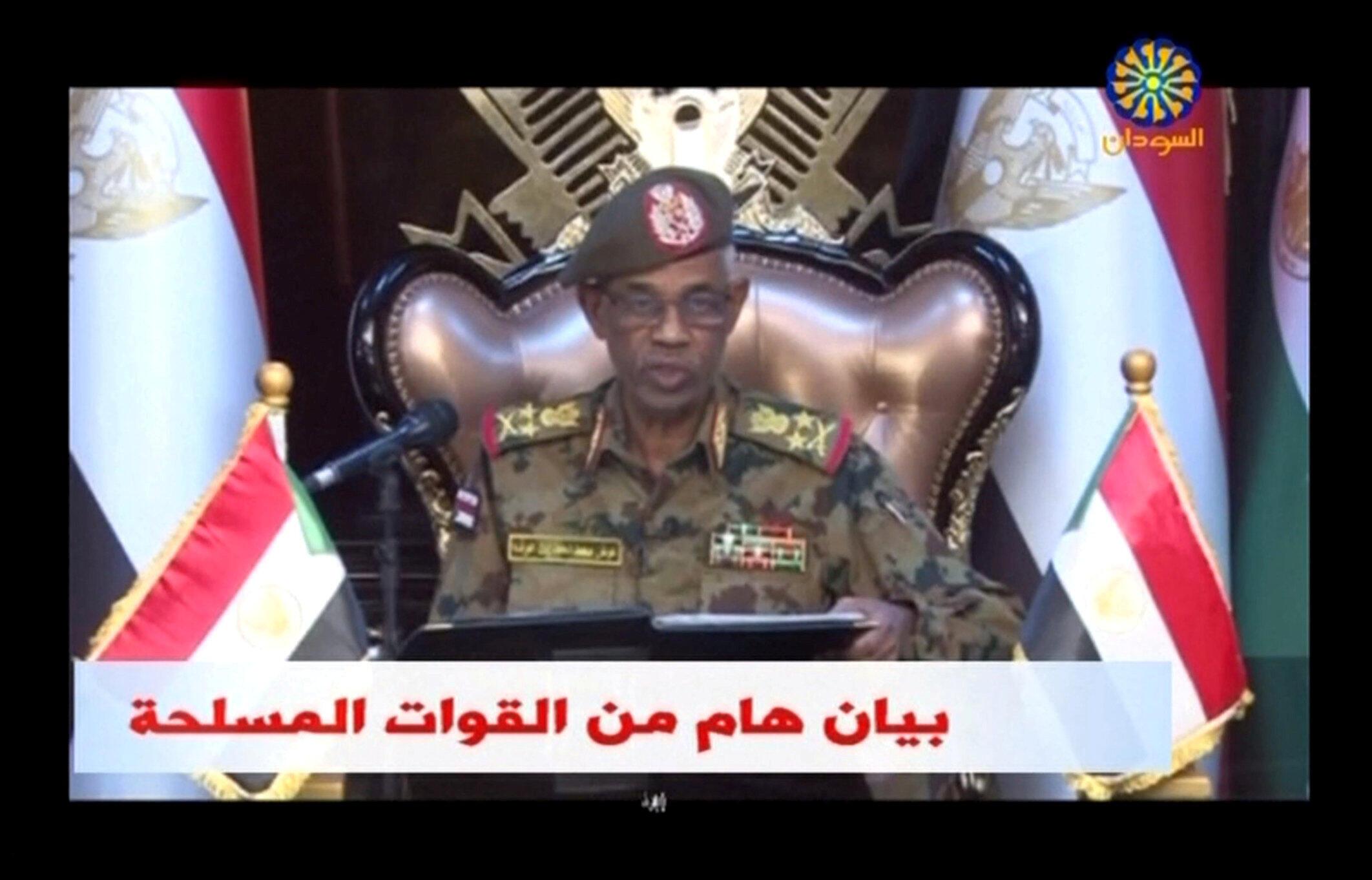 Глава минобороны Авад бен Ауф официально объявил оботставке президента страны вэфире государственного телевидения