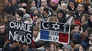 Participantes da marcha republicana contra o terrorismo e pela liberdade de expressão