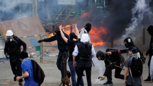 Confrontos violentos em Nantes, Oeste da França, entre a polícia e manifestantes.