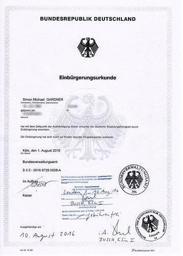 L'attestation qui confirme la nouvelle nationalité de Simon.