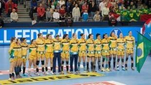 Equipe brasileira na semifinal contra a Dinamarca.