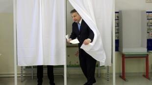 Le Premier ministre Viktor Orban, dont le parti est le favori des sondages, a accompli son devoir électoral ce dimanche matin 6 avril 2014.