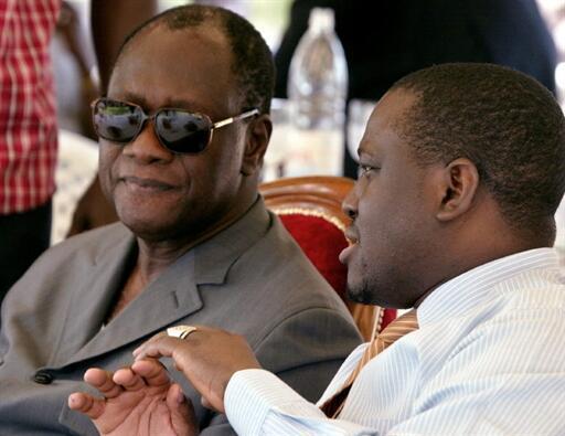 Alassane Ouattara (g) et Guillaume Soro (d) le 23 mars 2006 à Katiola, dans le nord de la Côte d'Ivoire.