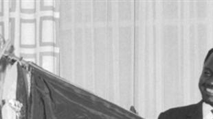 François Tombalbaye le 04 août 1959 à Paris. Il deviendra le premier président du Tchad après la proclamation de son indépendance le 11 août 1960.