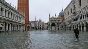 À Venise, la place Saint-Marc était sous les eaux mercredi 11 novembre 2019, alors que d'autres épisodes sont prévus dans les jours à venir.