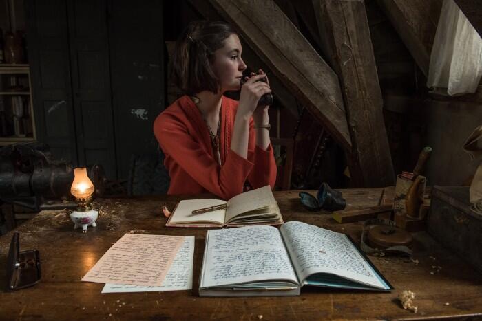 A atriz alemã Lea van Acken interpreta Anne Frank no cinema