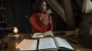 A atriz alemã Lea van Acken interpreta Anne Frank no cinema