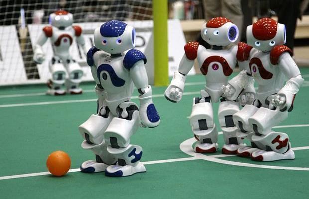 Robôs jogam futebol na Copa do Mundo de 2013, em Einhoven, na Alemanha