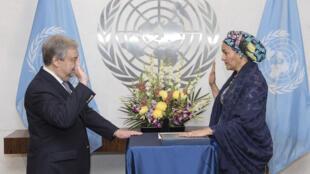 Katibu mkuu wa umoja wa Mataifa Antonio Guterres, akimuapisha naibu katibu mkuu wake, Amina Mohammed raia wa Nigeria. 28 Februari 2017.