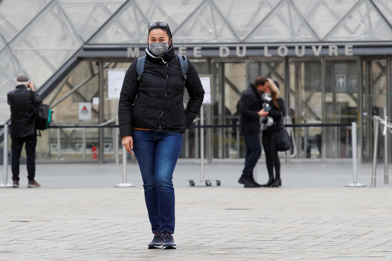 Viện bảo tàng Louvre, Paris, đã phải đóng cửa do dịch covid-19. Ảnh 14/03/2020.