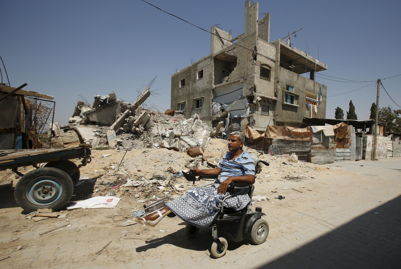 Um ano após o começo da guerra, as ruas de Gaza continuam destruídas para desespero dos moradores.