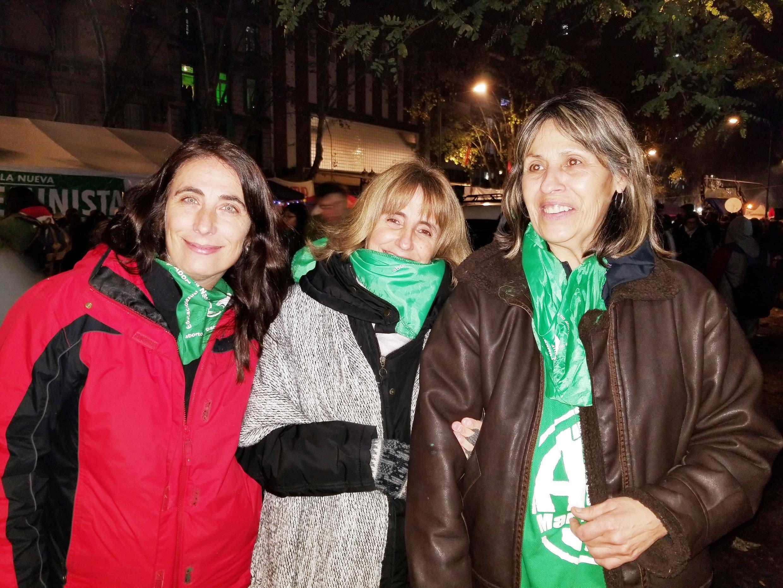 Valeria (à esquerda) e Alba (centro)