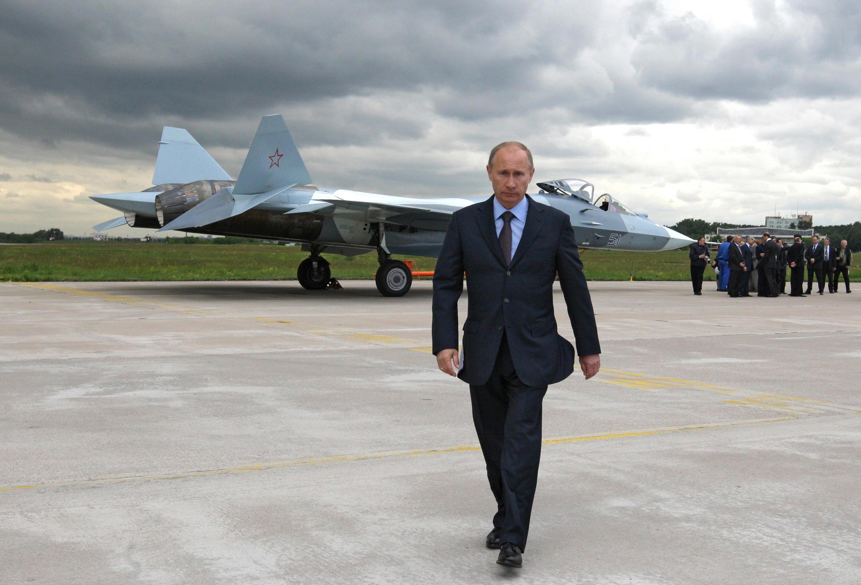 Владимир Путин на базе ВВС в Подмосковье, 2010 г.