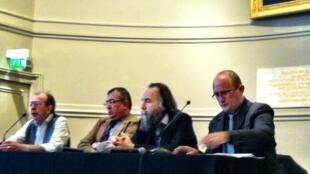 Александр Дугин (второй справа) на конференции в Париже, посвященной евразийству, май 2013