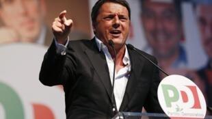 Matteo Renzi en campagne pour les élections européennes à Rome, le 22 mai 2014.