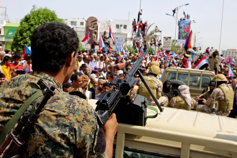 اعضای نیروهای جداییطلب یمن جنوبی تحت حمایت امارات متحده عربی، و حامیانشان در حال راهپیمایی در شهر بندر  عدن. پنجشنبه ٢٤ مرداد/ ١۵ اوت ٢٠۱٩
