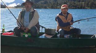 Didier Bourdon et Lorant Deutsch, pour le film « Un village presque parfait ».