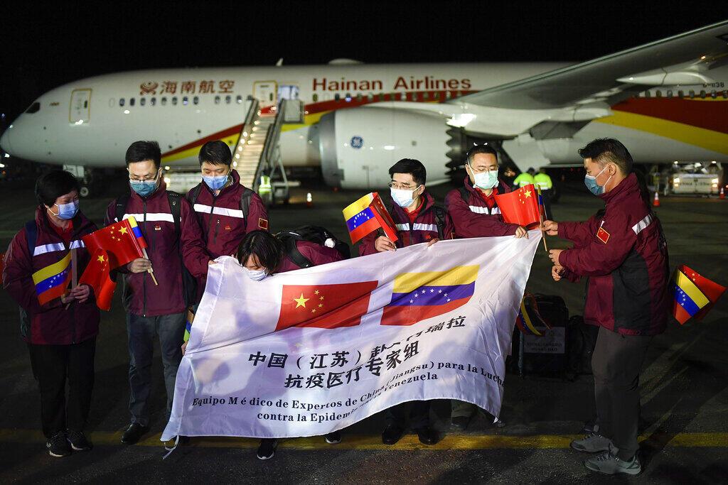 Aeroporto Internacional Simon Bolivar em La Guaira, Venezuela, chegada de sétimo voo humanitário trazendo da China médicos, material cirúrgico e remédios para combater a covid. Em 30 de março de 2020.