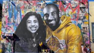 洛杉矶纪念NBA巨星科比与女儿吉安娜的壁画