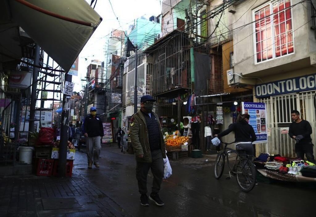 Katika mji mkuu Buenos Aires, mamlaka zimetangaza kwamba zitaruhusu mikahawa kuanza kuhudumia wateja wao.