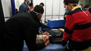 Одна из жертв химической атаки в Алеппо