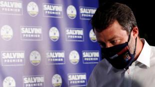 Le chef du parti d'extrême droite de la Ligue italienne, Matteo Salvini, sur le point de s'adresser aux médias sur les résultats des élections régionales, à Milan, le 21 septembre 2020.