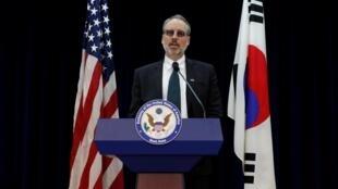 Trưởng đoàn đàm phán Mỹ James DeHart phát biểu sau cuộc họp với phái đoàn Hàn Quốc về chia sẽ gánh nặng quốc phòng ngày 19/11/2019.
