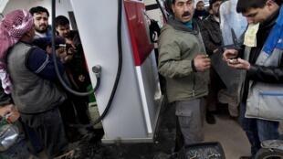 Le prix du litre d'essence en Syrie est désormais deux fois plus cher. Ici à Idleb, en 2012 (illustration)